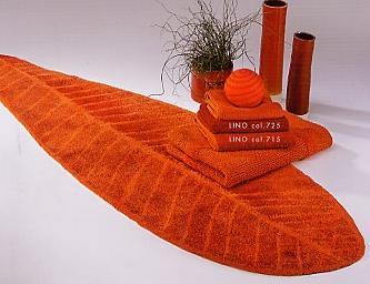 Dynasty, badstof badmat, ingeweven plantenmotief (80% gekamde katoen, 10% Acryl, 10% Lurex, 1900 gr/m2) Habidecor