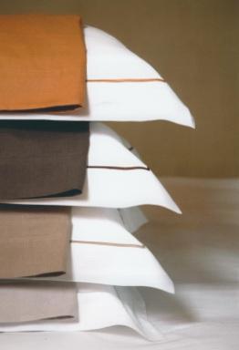 Classic Bridgewater, Bedlinnen: Lakens en slopen met volant en bourdon (borduurkoord Grey of Cafe-noir), 100% linnen, Uni: Wit, Libeco (België)