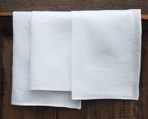 Cambrai, 89% linnen en 11% katoen, zakdoek, Envelop met drie zakdoeken, Ingeweven witte lijntjes langs zijkanten, Libeco (Belgisch)