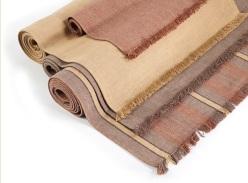 Cambridge, 100% Linnen tapijt (bedmat, loper, huiskamerkleed), Franjes aan uiteinden, Fijne ribcord, kleuren: Weat, Taupe, Mink, merk: Libeco (Belgisch)