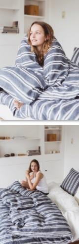 Folkestone, Bedlinnen: dekbedovertrek en slopen, 100% linnen, washed look, geweven tijkstreep, Oyster streep op Bastion Blauwe achtergrond, vernoemd naar het Engelse Kuststadjes Folkstone, Libeco (België)