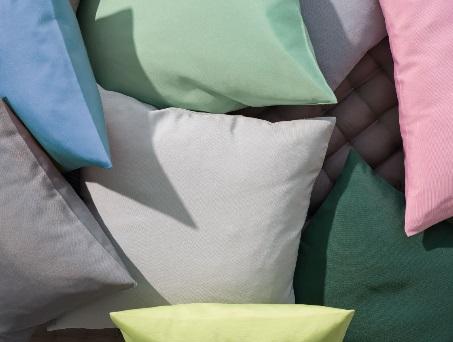 Como, sierkussen deco kussen zitkussen, Materiaal: 50% katoen/50% polyester, Weving: uni met fijne rib, Afwerking: brede zoom, Maatwerk: mogelijk tot 268 cm breed, ook rond en ovaal, Merk: Pichler (Duitsland)