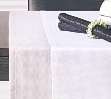 Quadro, Tafellinnen: servet, placemat, loper, tafellaken, Materiaal: 60% katoen/40% polyester, Weving: ingeweven Liggende en staande streepjes motief, Afwerking: 2 cm brede zoom, Kenmerk: strijkarm door polyester, Maatwerk: mogelijk tot 266 cm breed, ook rond en ovaal, Merk: Pichler (Duitsland)