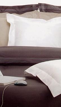 Cross, dekbed + slopen, 2 decoratieve borduurkoorden, silk touch, Italiaans, Mirabello