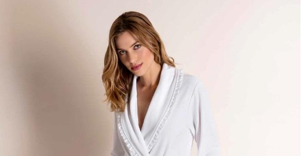 Ariel, badjas, dames, afwerking met sjaalkraag met een ruche, 80% katoen en 20% PES, nicky veloursweving, vrouwelijk model, merk: Vossen (Oostenrijk)